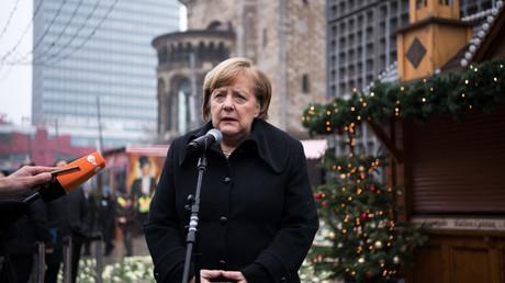 La chancelière allemande Angela Merkel aux commémorations de l'attentat du marché de Noël de Berlin un an après le 19 décembre 2016.