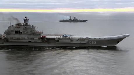 Le porte-avions amiral Kouznetsov en mer Méditerranée, près de la Syrie