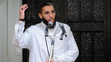 L'imam Rachid Abou Houdeyfa a reçu un diplôme universitaire en Religions, droit et vie sociale