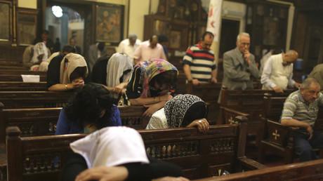 Des fidèles en prière dans une église du Caire, en avril 2014 (image d'illustration)