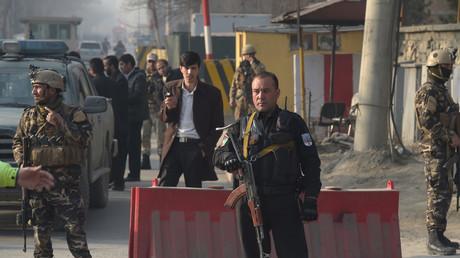 Six morts dans un attentat suicide revendiqué par Daesh, près d'un bureau du renseignement à Kaboul
