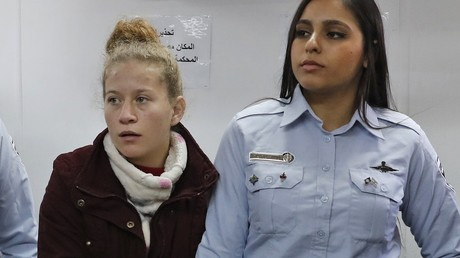 Ahed Tamimi comparaît devant un tribunal militaire d'Ofer le 25 décembre 2017.