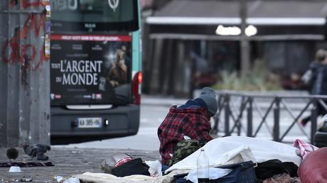 Centres d'hébergement saturés : les sans-abri toujours dans la rue malgré les promesses