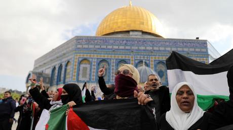 Des Palestiniens protestent après les prières du vendredi contre la reconnaissance de Jérusalem comme capitale d'Israël (illustration)