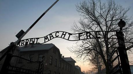 Entrée de l'ancien camp de concentration et d'extermination nazi d'Auschwitz.