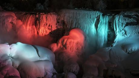 Rude hiver aux Etats-Unis : les requins meurent de froid et les chutes du Niagara gèlent (PHOTOS)