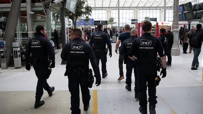 Lyon : une centaine de policiers déployés pour maîtriser des gens du voyage (IMAGES)