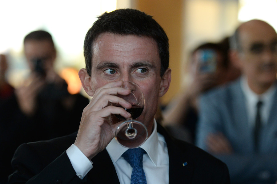 «J'attends une explication» : Valls outré d'illustrer un article des Inrocks... sur l'alcoolisme