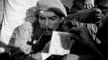 «A quand un hommage à Pol Pot ?» : Ferry furieux contre Hidalgo pour une exposition sur Che Guevara