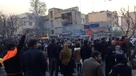 Iran : un manifestant ouvre le feu, un policier tué et trois blessés