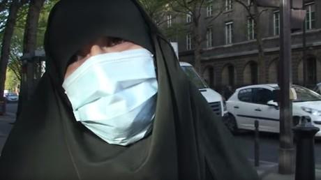 Capture d'écran Youtube de la djihadiste en interview à Lorient