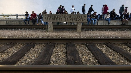 Migrants le long d'une voie ferrée en Autriche (image d'illustration)