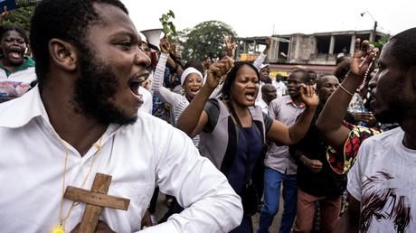 Des fidèles catholiques congolais lors d'une manifestation pour demander la démission du président de la République démocratique du Congo, le 31 décembre 2017 à Kinshasa.