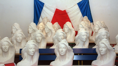 Bustes de Catherine Deneuve, choisie en 1989 pour incarner la République,  photo ©JEAN MEUNIER / AFP