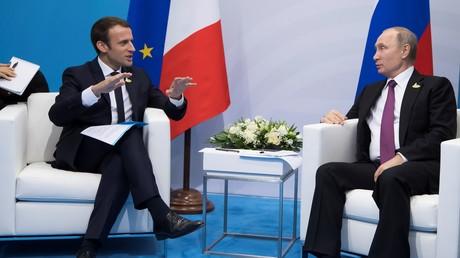 Trump devrait s'inspirer de la «fermeté» de Macron face au Kremlin, selon des sénateurs démocrates