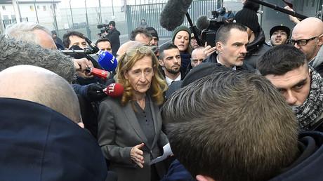 La ministre de la Justice Nicole Belloubet alors qu'elle quitte la prison de Vendin-le-Vieil, le 16 janvier 2018.