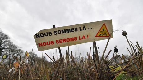 Abandon du projet de NDDL : la droite, le FN et des socialistes dénoncent un «déni de démocratie»