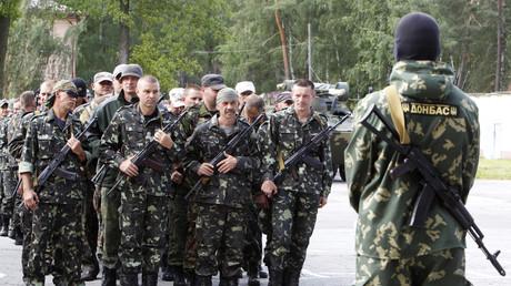 Des volontaires ukrainiens du bataillon d'autodéfense «Donbass» lors d'une cérémonie près de Kiev. Image d'archive.