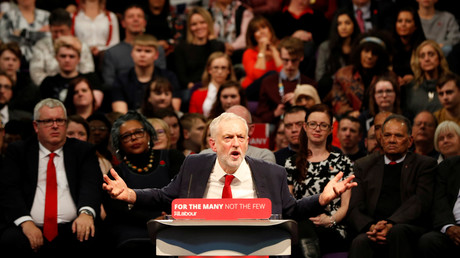 Jeremy Corbyn en plein discours sur le budget à West Bromwich, en novembre 2017