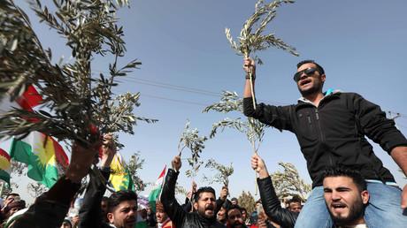 Des Kurdes syriens manifestant à Erbil, au Kurdistan irakien, contre l'opération militaire turque à Afrin, dirigée contre les YPG, le 23 janvier.