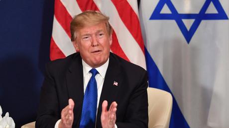 Donald Trump durant une réunion avec Benjamin Netanyahou au forum économique de  Davos, en Suisse, le 25 janvier 2018.