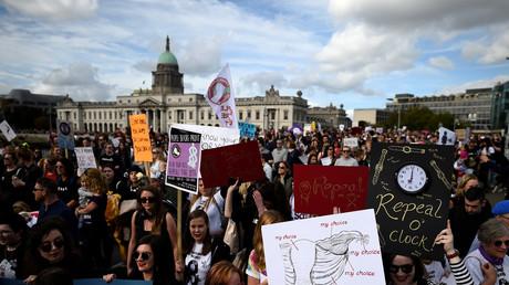 Manifestants lors d'une marche pro-avortement à Dublin le 30 septembre 2017