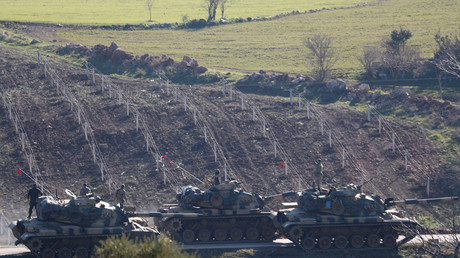 Tanks de l'armée turque près de la frontière avec la Syrie dans la province de Kilis.