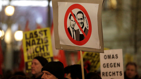 Des manifestants qualifient le gouvernement autrichien de nazi à Vienne, le 26 janvier 2018