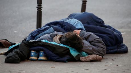 Quand un secrétaire d'Etat estime le nombre d'hommes isolés à la rue en Ile-de-France... à 50