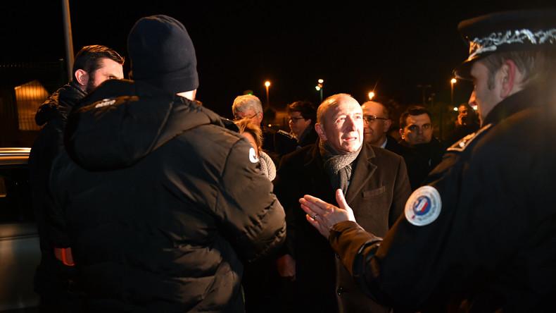 Calais : passeurs et associations dans le viseur de Collomb après les affrontements entre migrants