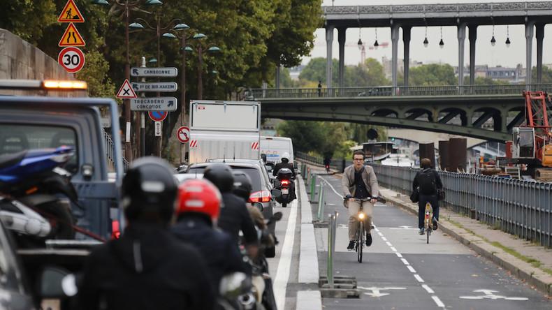 La main dans le sac : le délégué à la Sécurité routière stationne... sur une piste cyclable (VIDEO)