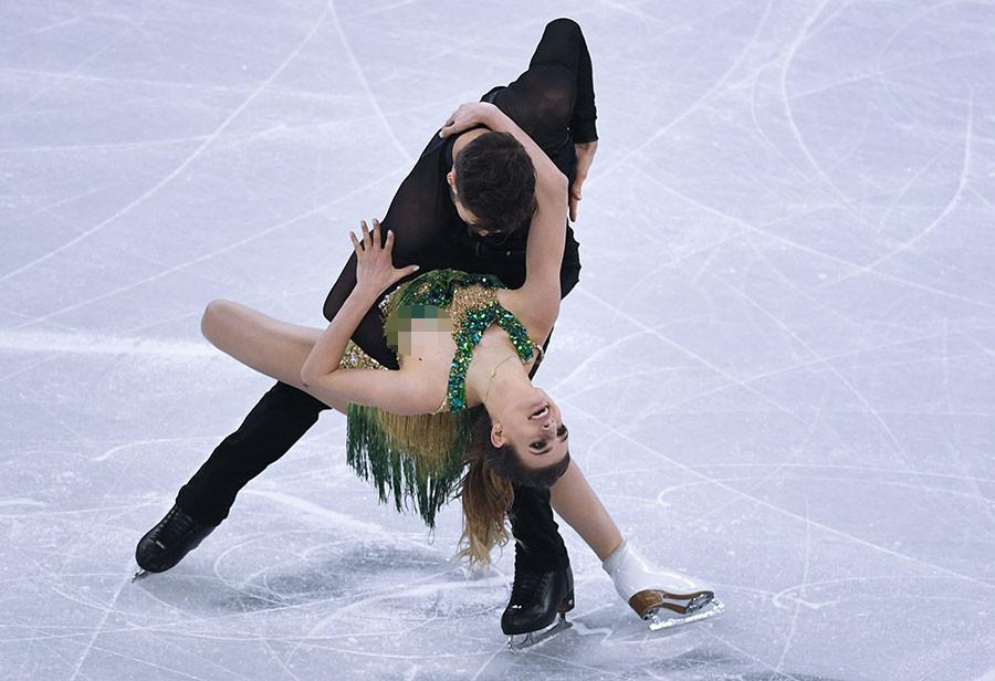 Gêne aux JO : le costume de la patineuse française se détache en pleine compétition (PHOTOS)