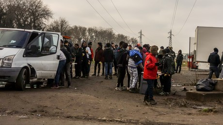 Illustration : une distribution de repas près de Calais le 12 janvier 2018, photo ©PHILIPPE HUGUEN / AFP