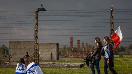 Des participants à la «Marche des vivants» au camp d'Auschwitz-Birkenau, le 5 mai 2016 (image d'illustration)