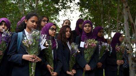 Des élèves britanniques rendent hommage aux victimes de l'attentat du London Bridge à Londres, juin 2017