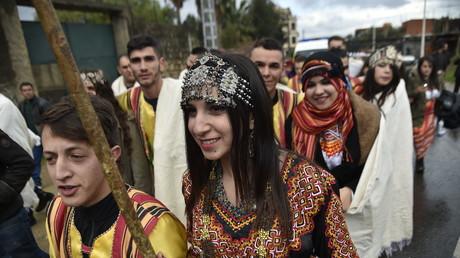 «Si tu prononces un mot en kabyle, je te tue!»: une députée enflamme la toile algérienne