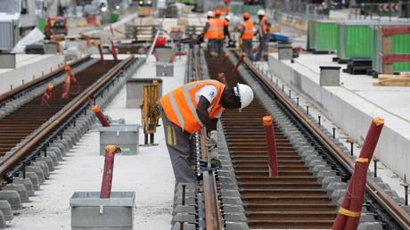 Ouvriers sur le chantier du tramway sur le boulevard Berthier dans le quartier des Batignolles, dans le nord de Paris, le 5 septembre 2017 (illustration)