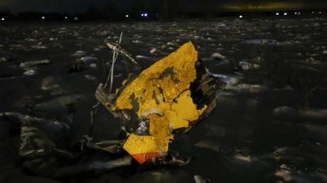 Un débris de l'avion de ligne qui s'est écrasé près de Moscou le 11 février avec 71 personnes à bord