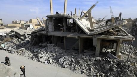 Résidents de Raqqa de retour dans leur ville détruite.