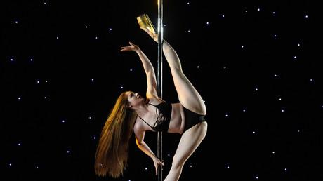 Une prestation de pole dance lors d'un salon déclenche une polémique au Royaume-Uni (IMAGES)