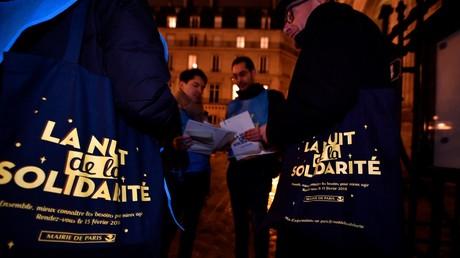 Personnes impliquées dans le décompte des sans-abri le soir de la Nuit de la solidarité le 15 février à Paris.