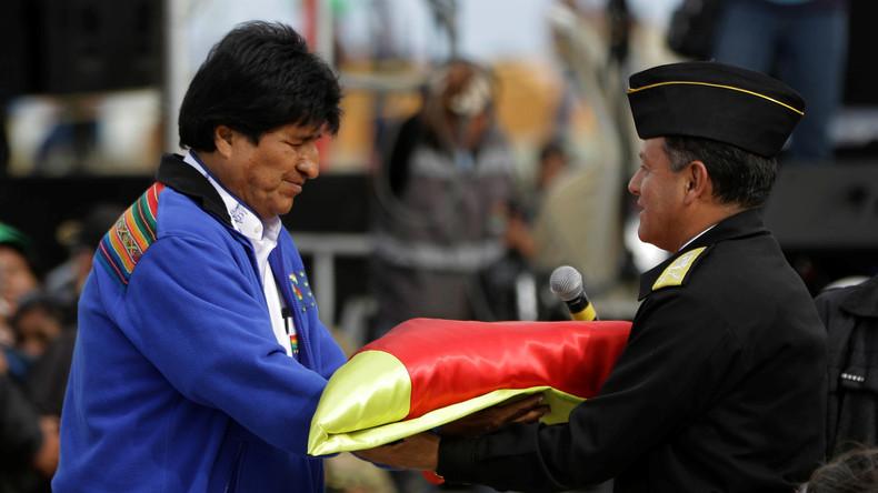 Bolivie : Evo Morales déploie un drapeau de 200 kilomètres pour réclamer un accès à l'océan