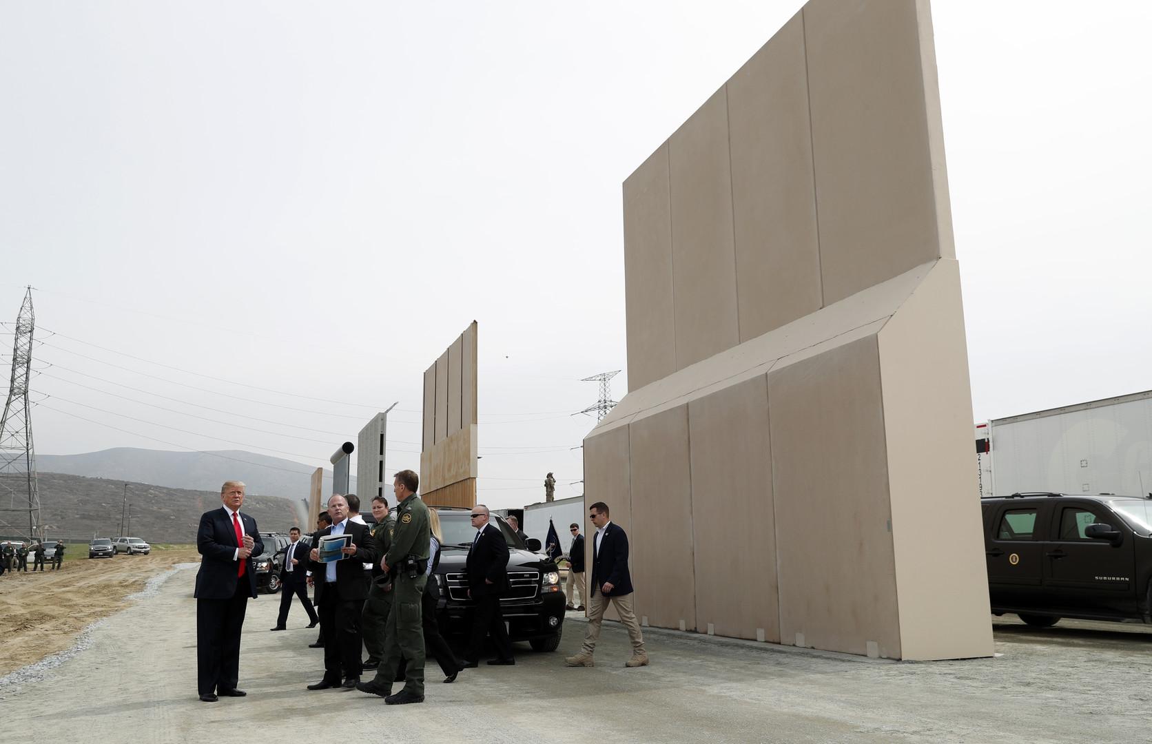 Mur à la frontière mexicaine : huit prototypes ont été présentés à Donald Trump (PHOTOS)