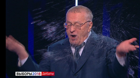 «Sale p*** !» : verre d'eau et insultes, un débat pour la présidentielle russe dégénère (VIDEO)