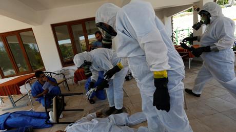 Illustration : des employés médicaux syriens s'entraînent à réagir à une attaque chimique