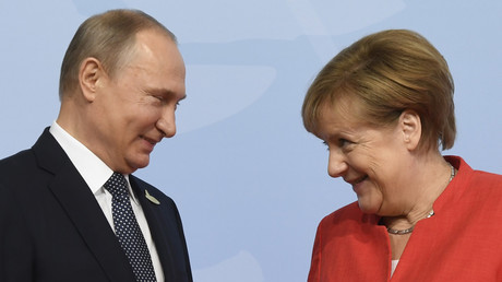 Diplomatie culinaire : qu'a reçu Merkel après avoir envoyé de la bière à Poutine ? (VIDEO)