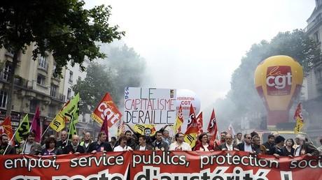 Manifestations de cheminots CGT et Sud en juin 2014 contre une précédente loi sur l'équilibre des comptes de la SNCF et son ouverture à la concurrence (illustration).