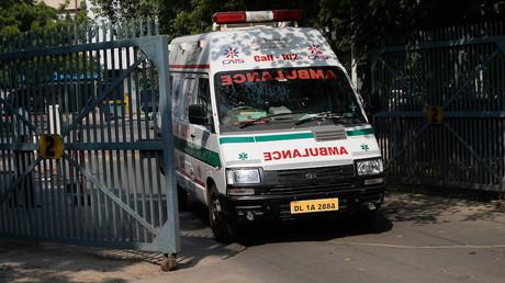 Inde : le personnel d'un hôpital donne à un patient sa jambe amputée comme oreiller