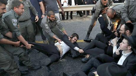 Israël : heurts entre la police et des juifs ultra-orthodoxes qui refusent le service militaire