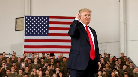 Donald Trump lors de son discours devant le corps des Marines à la base aérienne de Miramar en Californie, le 13 mars